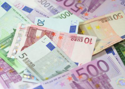 Euro, wybory, emocje i… cisza?