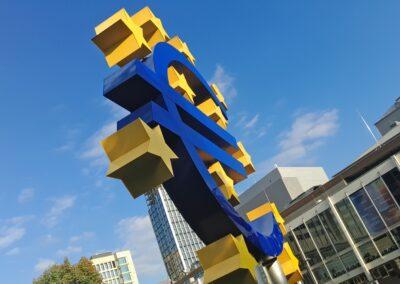 Natarcie Służącej Ludziom Unii Europejskiego Stylu Życia na Miarę Ery Cyfrowej i Silniejszej Pozycji w Świecie